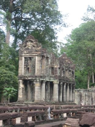 Mysterious 2 story building - Preah Khan
